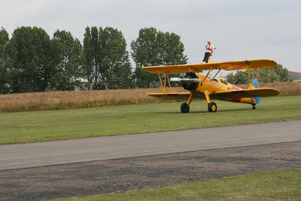 wingwalk-30th-july-2011-104-new-size